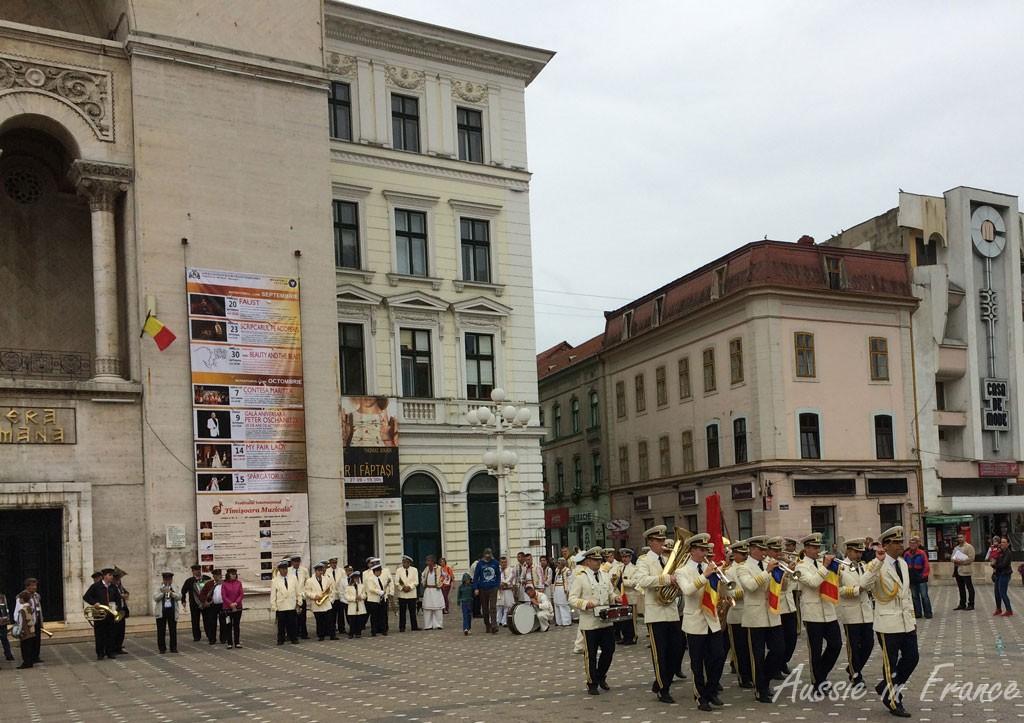 A brass band in Piata Victorei