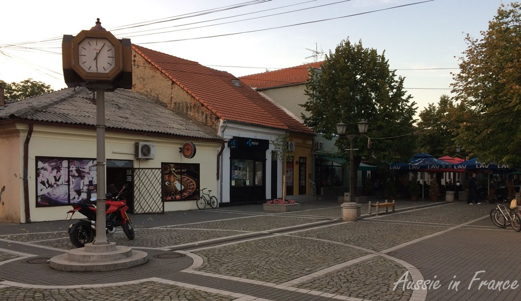 The main street in Kalovo with the casino on the left