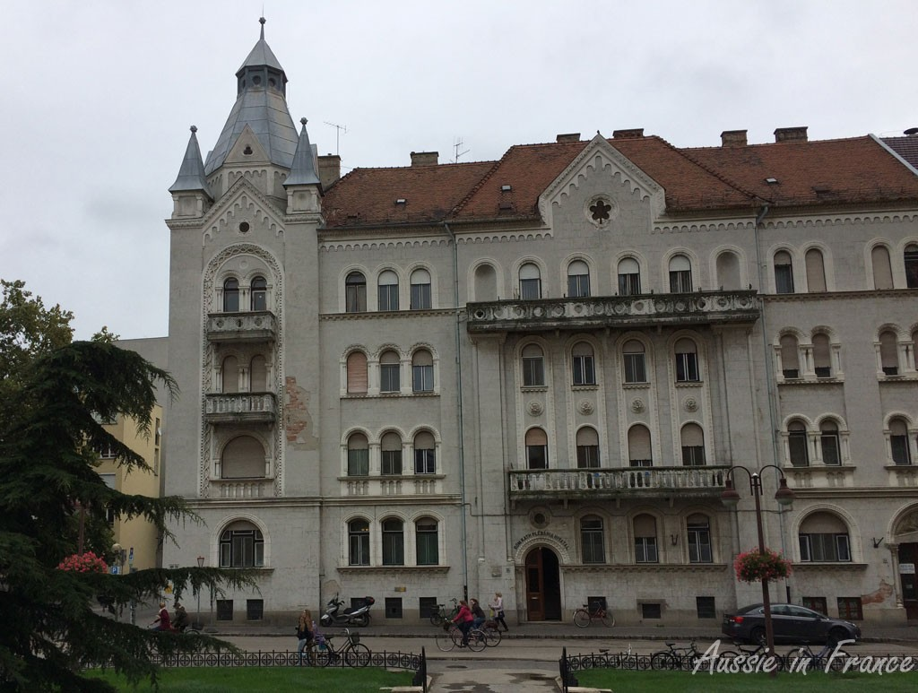 A palatial-like building near the cathedral