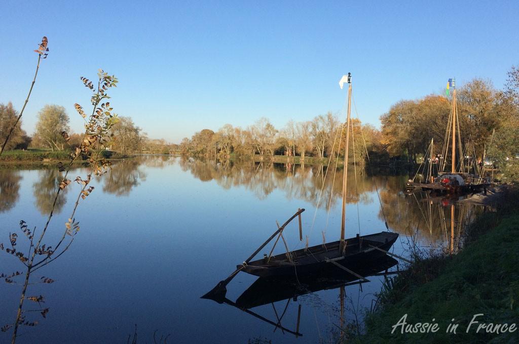 Flat-bottomed boats on the Cher at Savonnières near Villandry