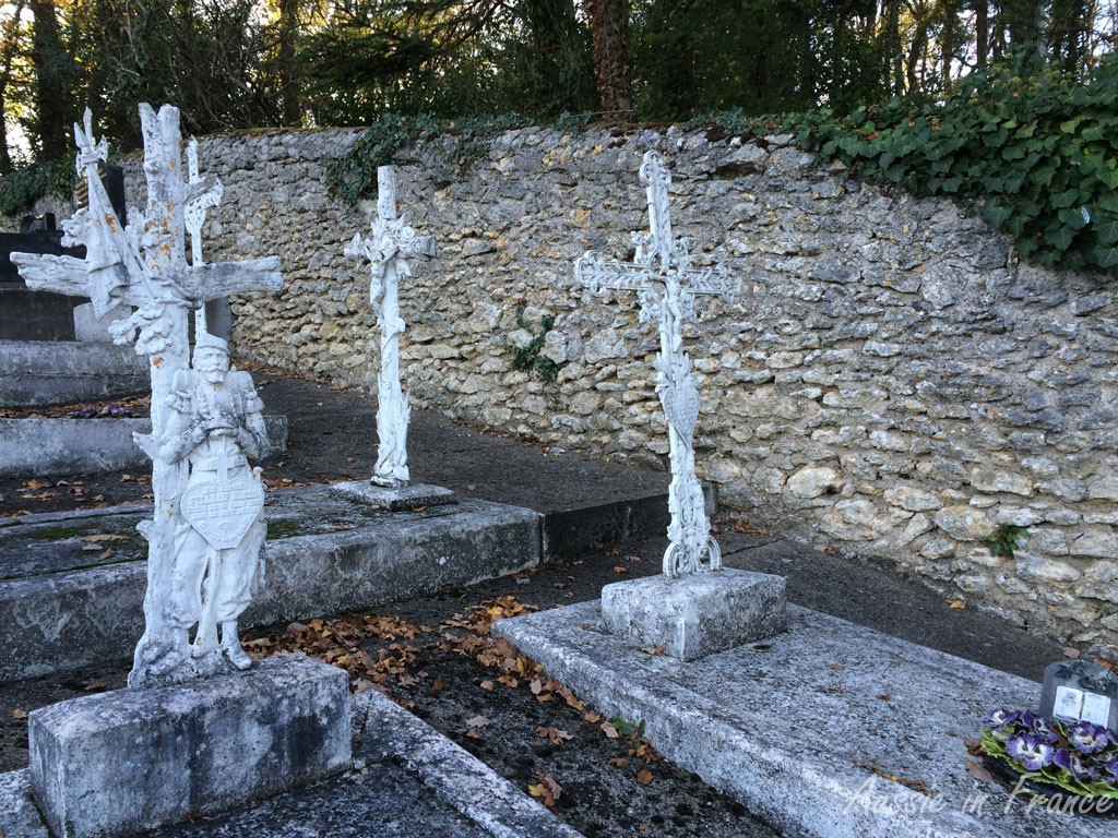 White crosses in the cemetary depicting soldiers