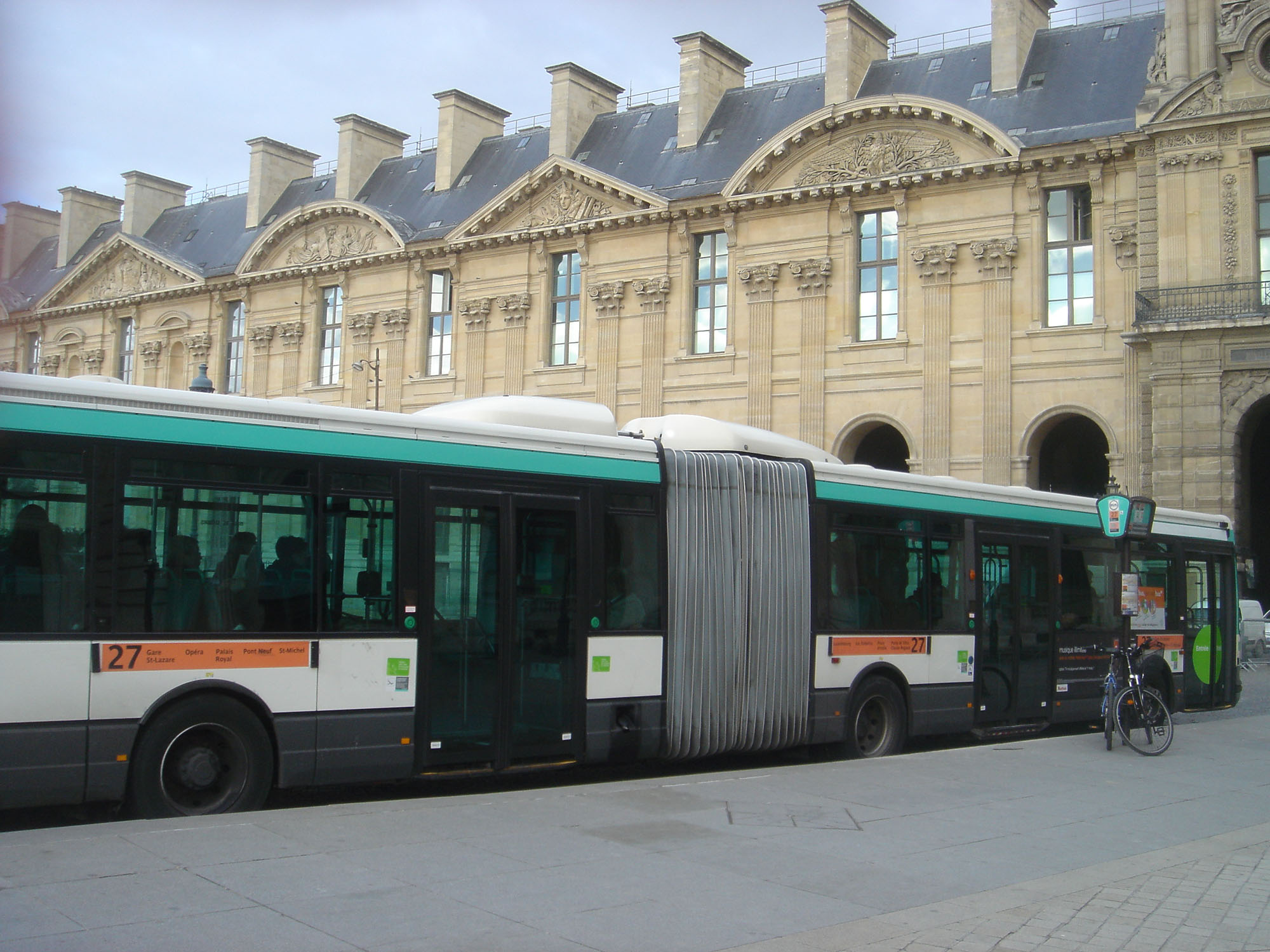 buses in paris aussie in france. Black Bedroom Furniture Sets. Home Design Ideas