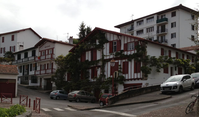 Apartments in Ciboure with traditional details