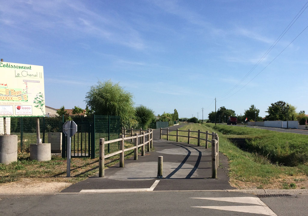 The luxurious bike path that only lasts 2 or 3 K