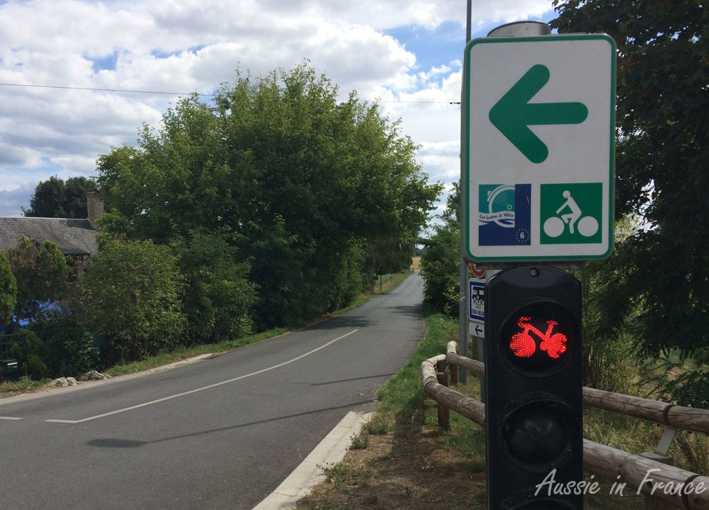 The special traffic light for bikes just outside Meung