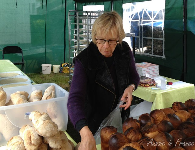 Sellng grouetin loaves and brioche