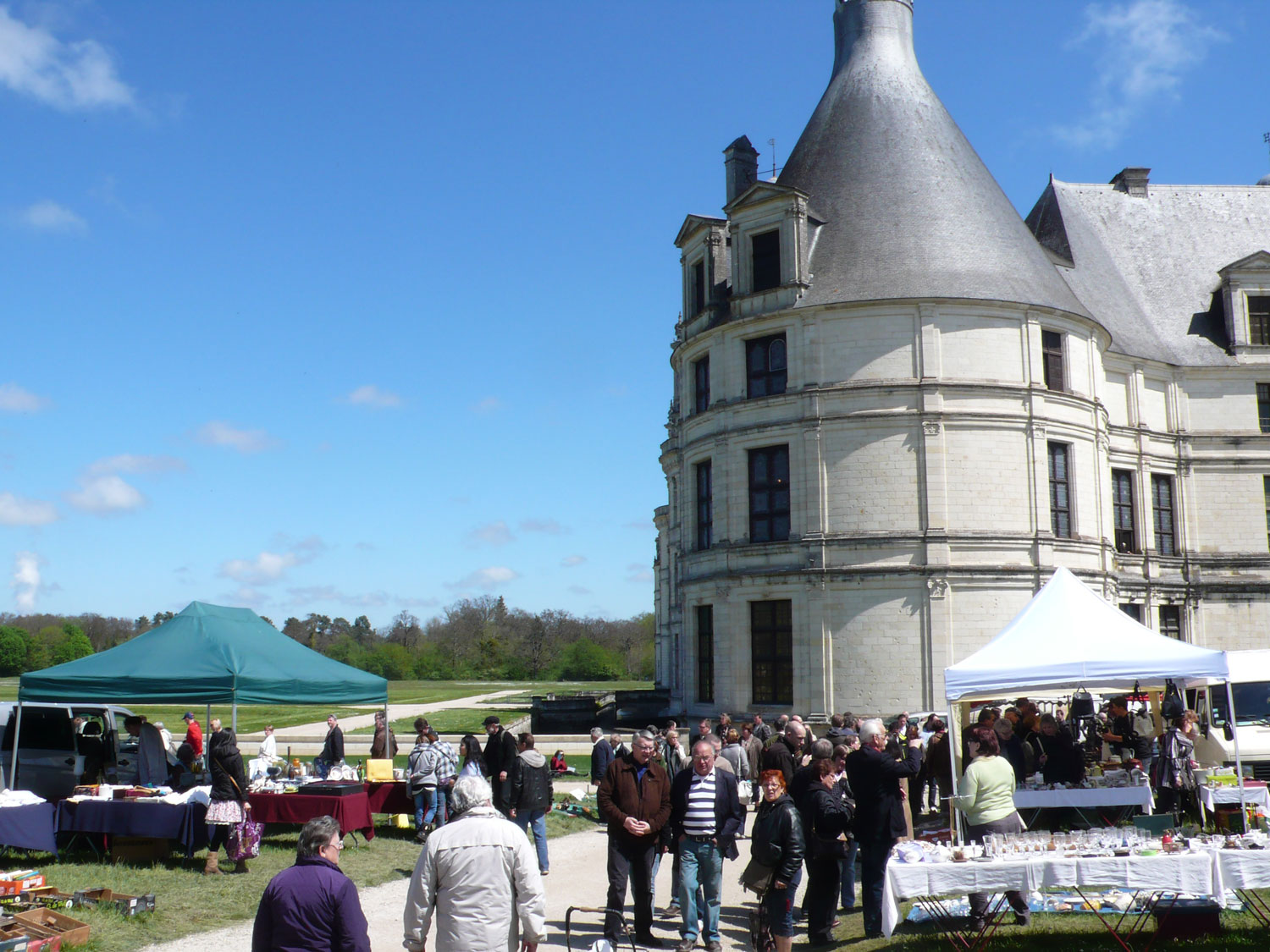 The brocante in Chambord two years ago on a perfect day