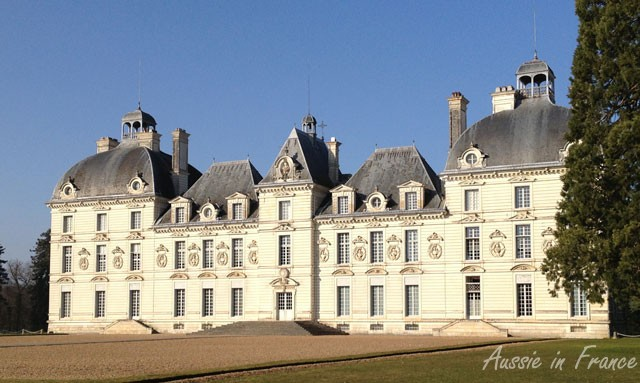 Typical perron at the front of Château de Cheverny