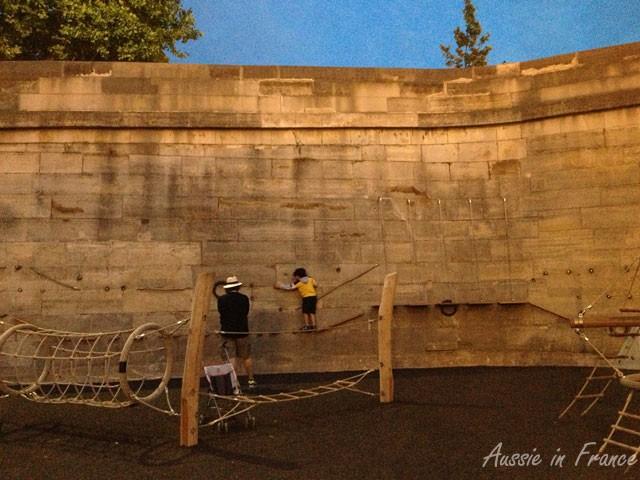 The climbing wall along Berges de la Seine
