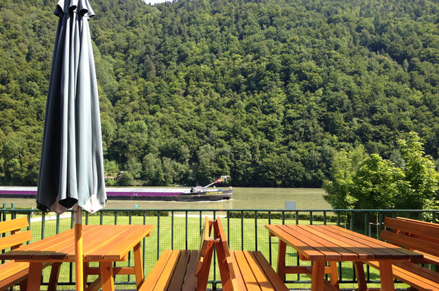 Coffee break on the Danube at Inzoll