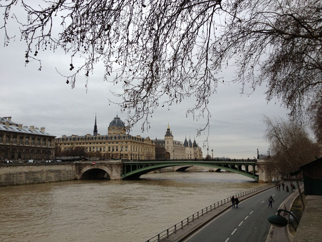 Conciergerie in the distance