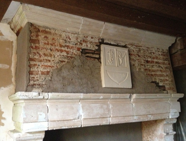 Damaged lintel before filling the joints and reconstructing the stone