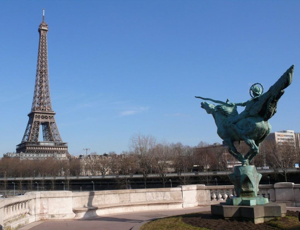 Ce bus vous emmènera jusqu'à la Tour Eiffel
