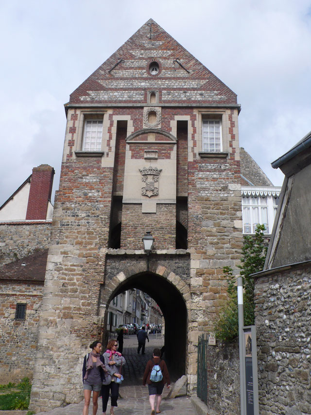 Entrance through the old remparts