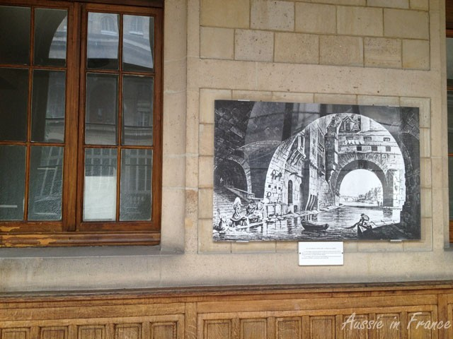 Etching on the first floor gallery of Hôtel Dieu