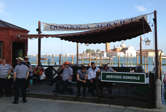 Gondoliers waiting for custom