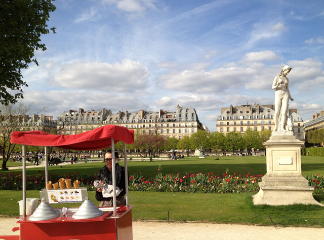 Ice-cream vendor in the Tuileries Gardens
