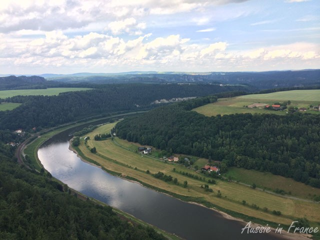 Left view of the loop in the Elbe from Honigstein