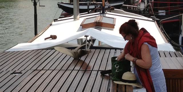 Geraldine rummaging for her missing keys