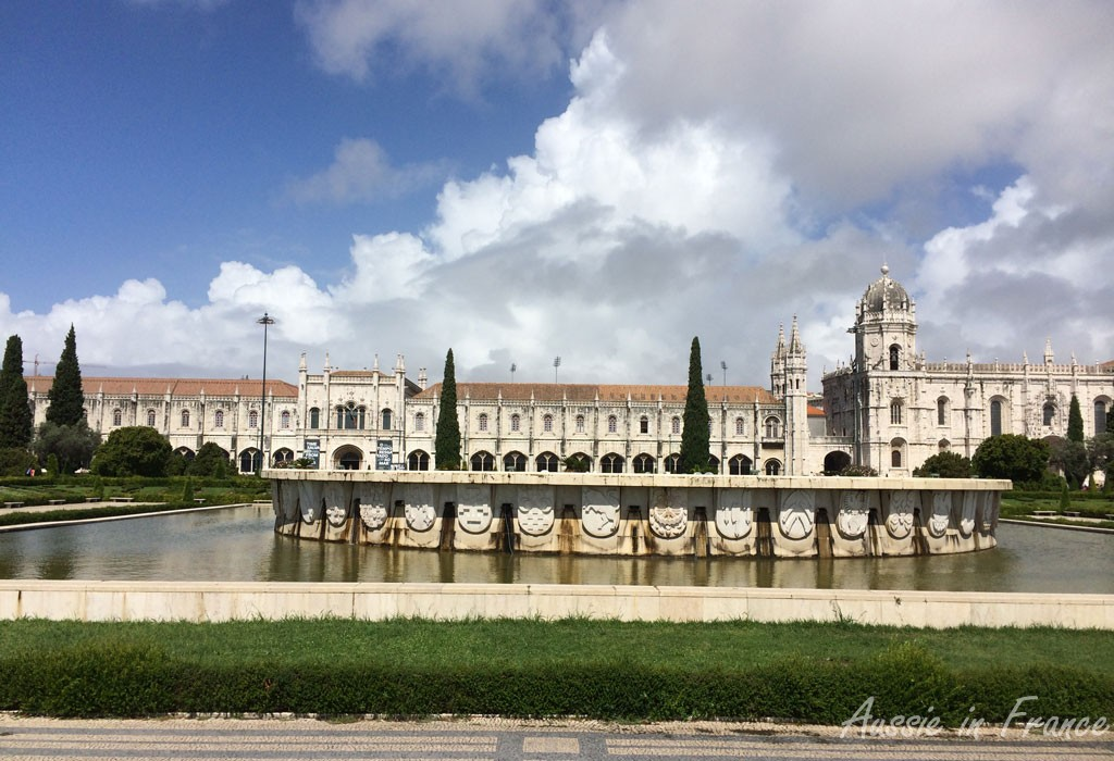 Panoramic view of the Jeronimos Monastery from the park opposite