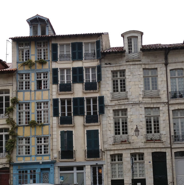 Narrow apartments in Bayonne