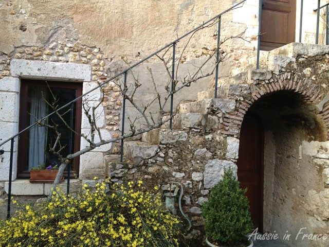 Our perron in the winter after pruning the roses