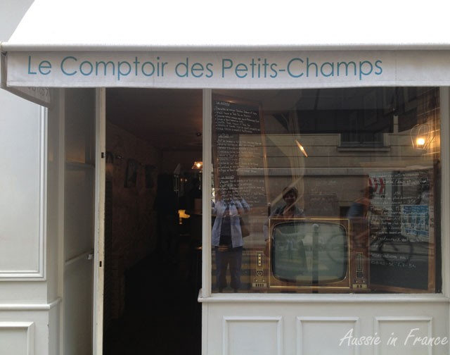 The discreet exterior of Le Comptoir des Petits Champs, with its old TV (and our reflections!)