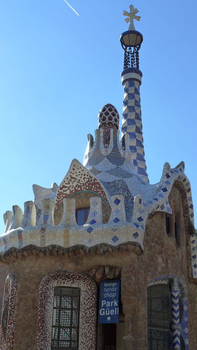 Pavillon at the entrance to Guell Park