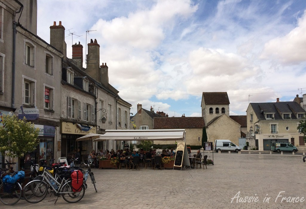 The square in Beaugency that we missed last time