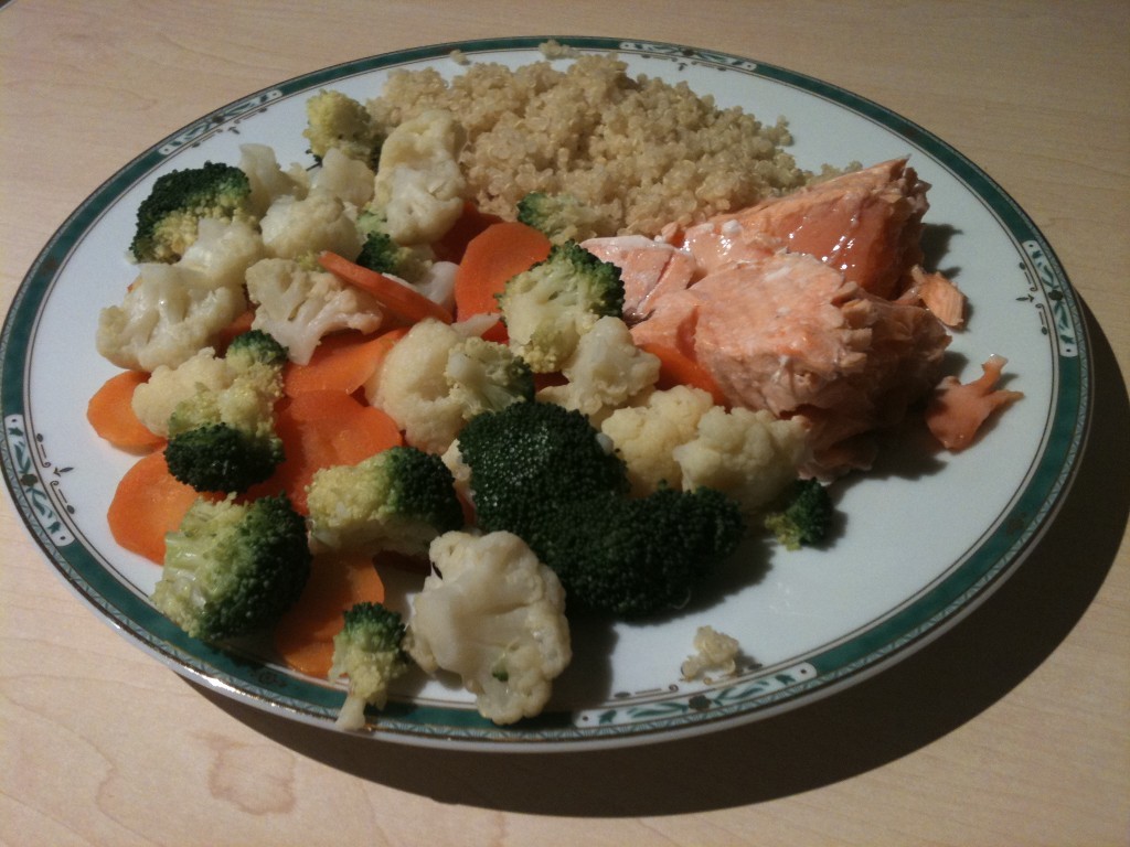 Four-bowl plate: 1 bol salmon, 1 bowl quinoa, 2 bolws of vegetables