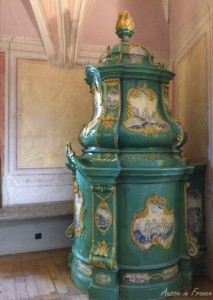 One of several porcelain stoves in Meissen in Germany - un poêle.