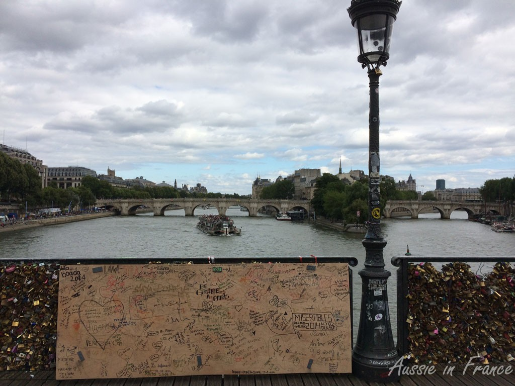 The panels and broken fence on Pont des Arts