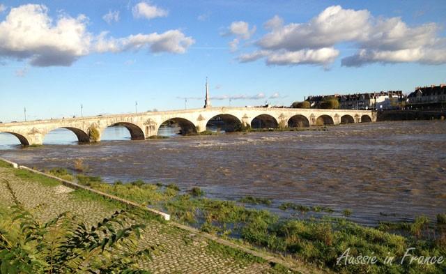 pont_gabriel_downstream