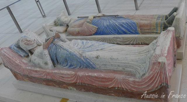 The recumbent statues of Aliénor dAquitaine and Henry II
