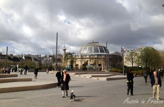 Here's a photo for those who only saw the piazza in front of Saint Eustache under renovation.