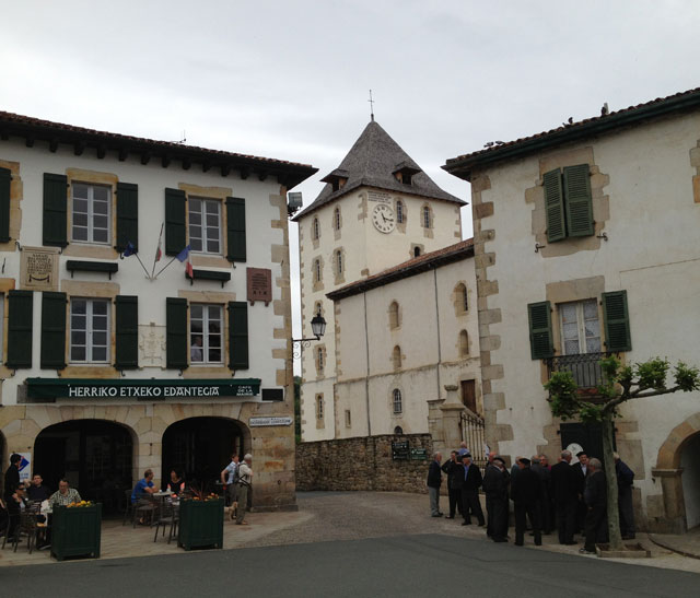 Traditional houses in Sare with more stone and green details