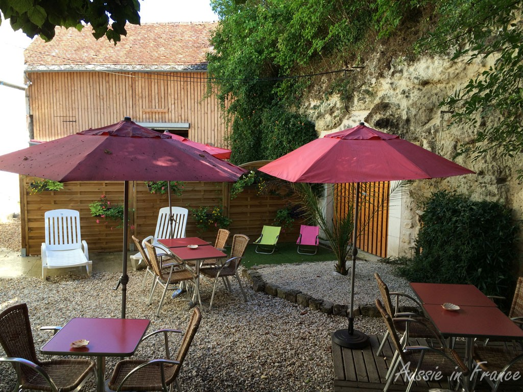 A shady terrace in Angé, very welcome after riding for 15 K under a 30°C sun