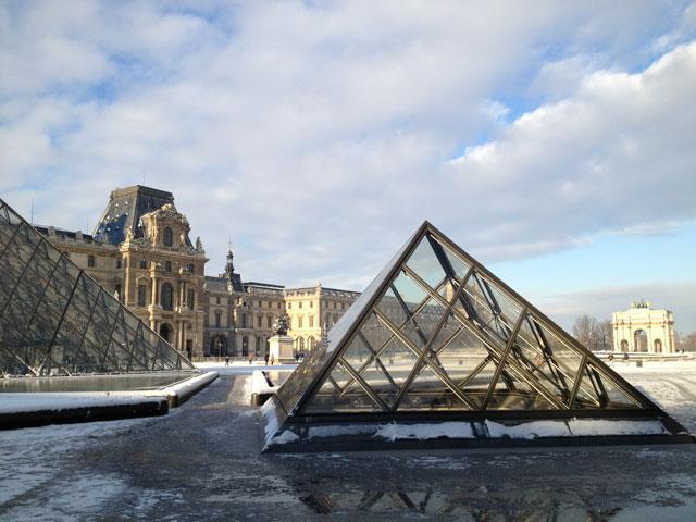 Sun on the Louvre pyramids