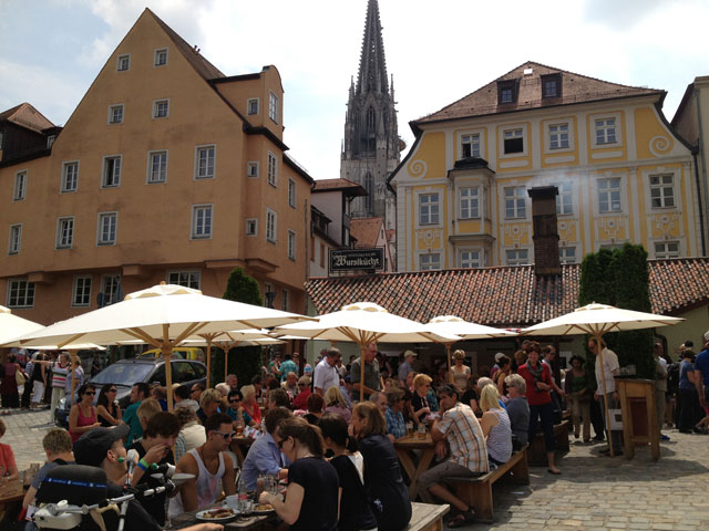 The outside eating area of the Wurstkurchl